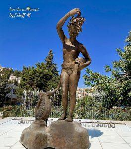 تمثال الشعر والخمر